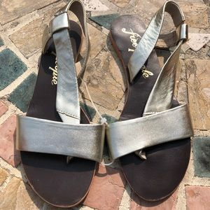 Free People Metallic Gold Sandals size 37 Sandals